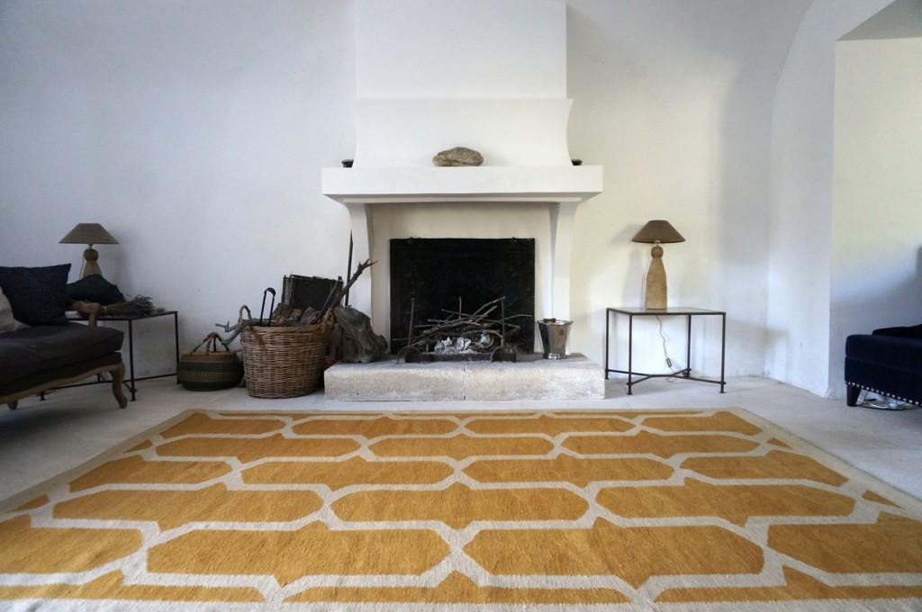 alfombras de lana_kilim_Salon con chimenea_