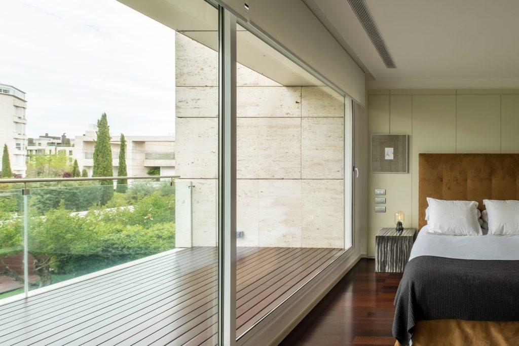 dormitorio terraza mesilla