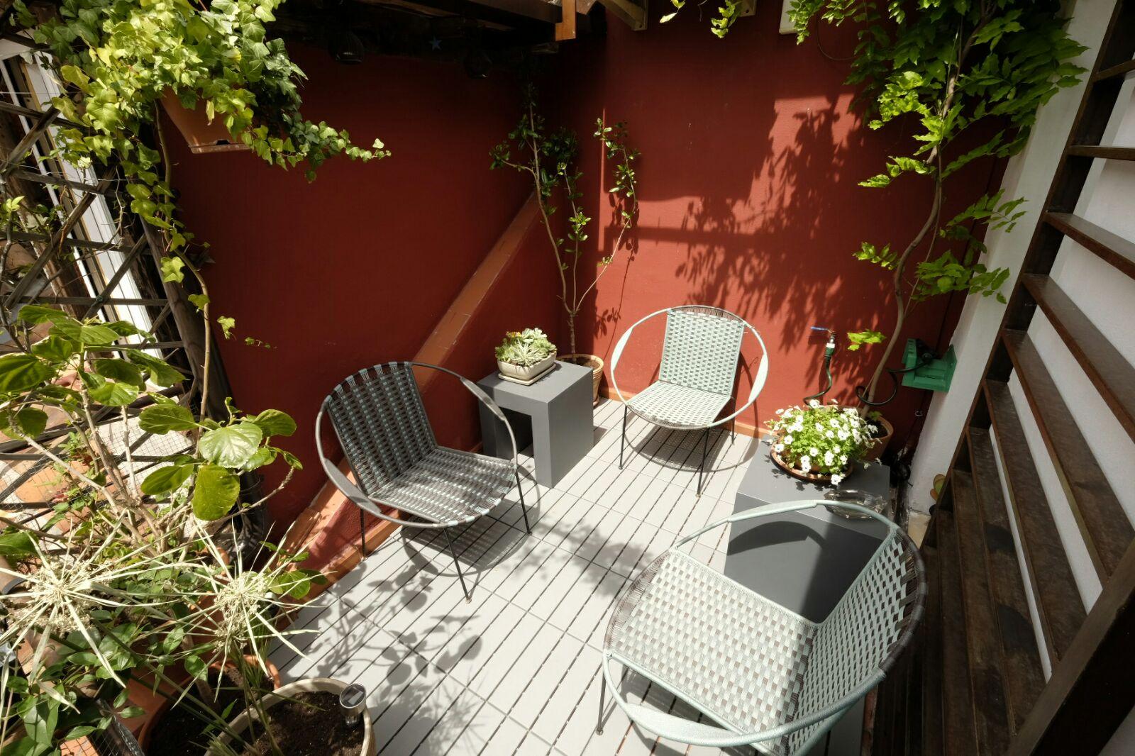 terraza sillas y mesas